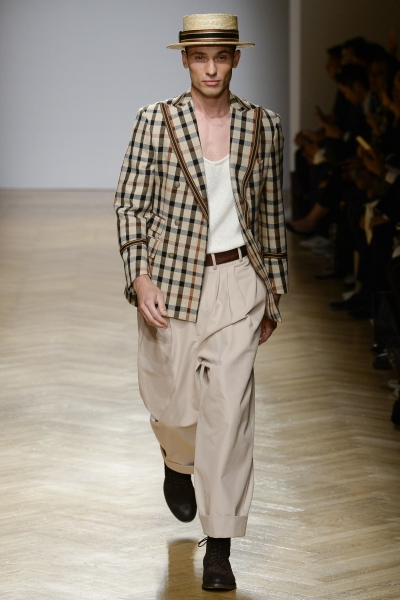Daniel Walks for DAKS S/S18 in Milan
